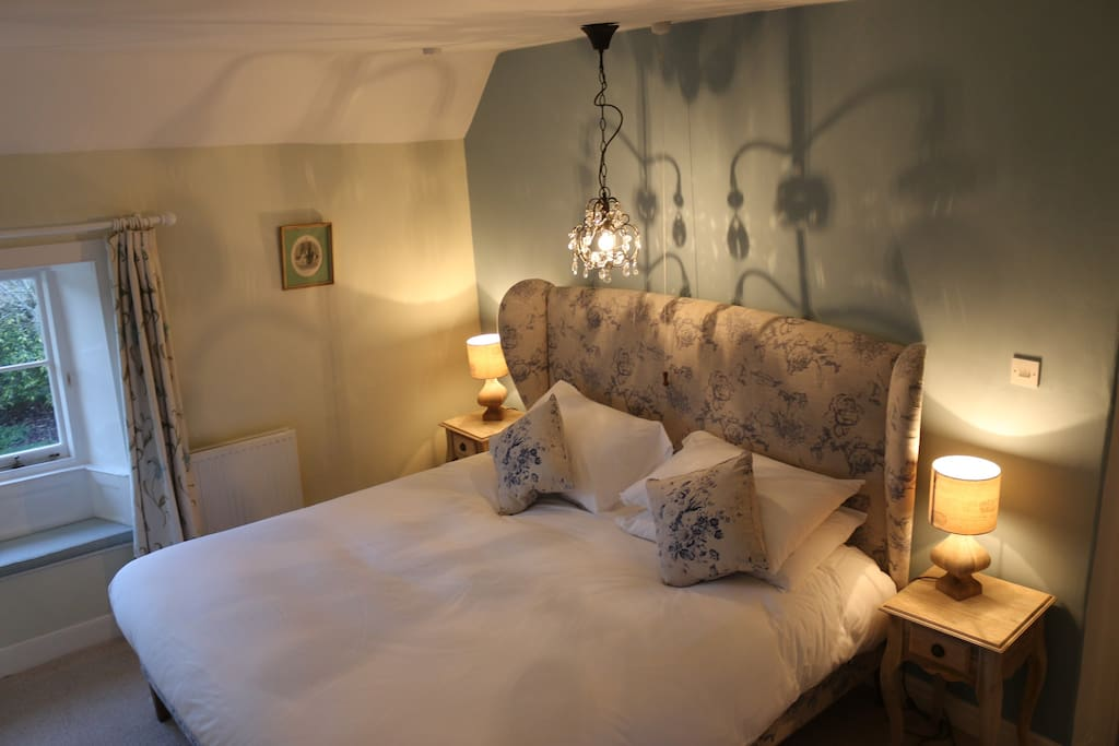 Stunning double bedroom at Casina Cottage