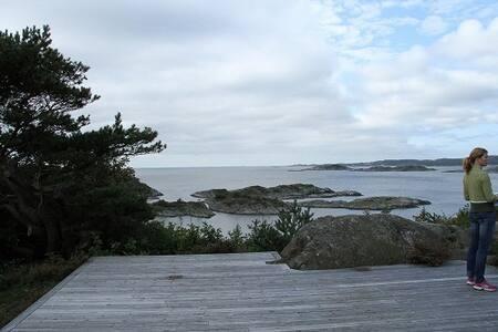 Stort hus/hytte med strandlinje - Høvåg