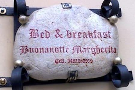 B&B Buonanotte Margherita- camera medievale - Taranto - 住宿加早餐