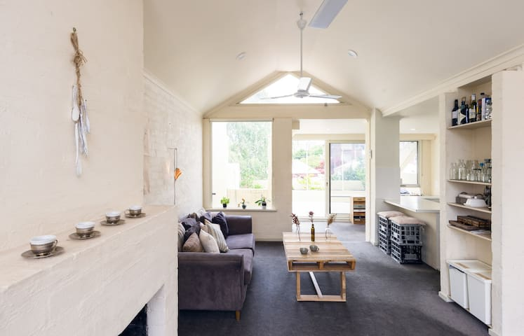 Swedish Inspired, Sunny & Spacious, - Richmond - Hus