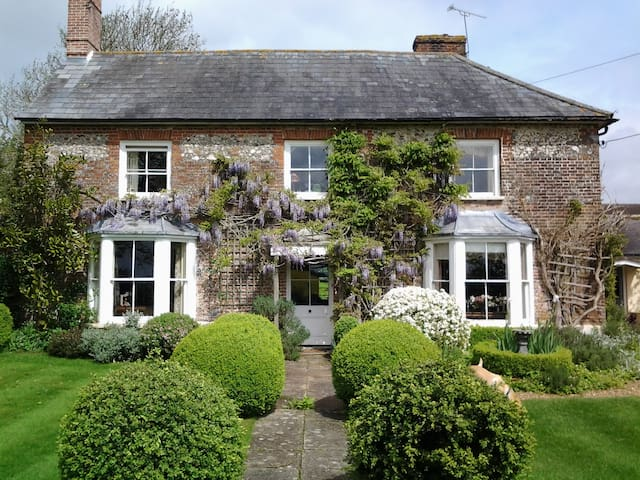 Country house on edge of village - Andover - Bed & Breakfast