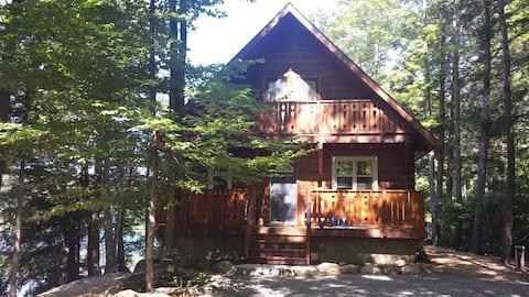 4 Season Lakefront Log Cabin Cottage Retreat