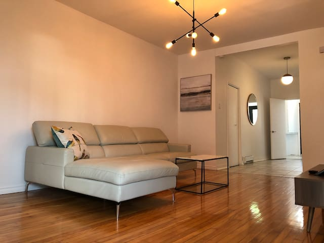 Two Bed Apt-Terrace, Little Italy, Market, Parking