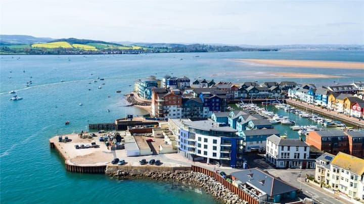 Super two bedroom apartment on Exmouth quay