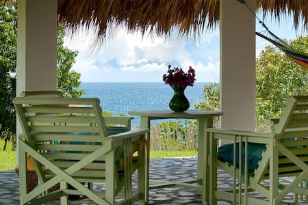 Likkle Nuff-Kitchen, AC, Beachfront, 4 guests