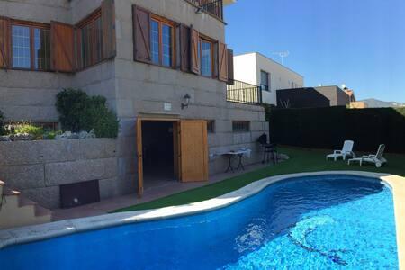 Habitación AMARILLA baño y balcón.n - Alella - Rumah