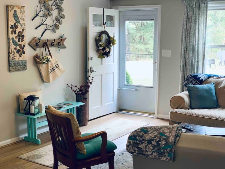 Private 2 bedroom Apt. close to Interstate 81