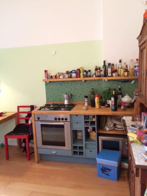 Gasherd und Küchenschrank