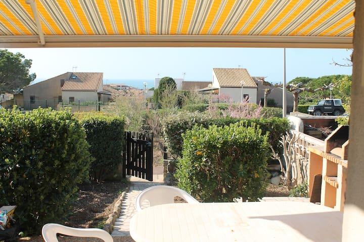 Maison piscine jardin barbecue - Fleury - Casa