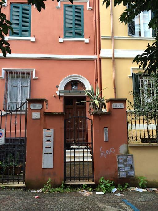 main entrance on Via dei Colli 9