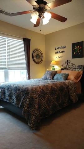 Quiet, Convenient & Pet Friendly - Greenville - Casa