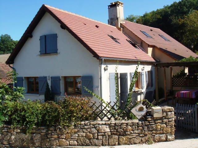 Jolie maison village proche Sarlat - Carlux - House
