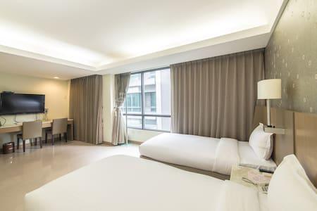 嘉義.憩: 標準兩小床(301) A cozy room for 2 - Ház