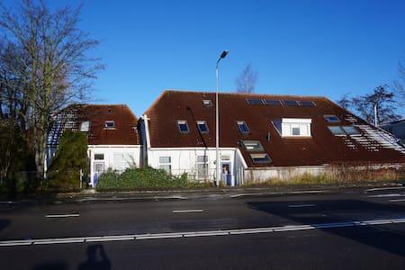 Antje en Gulle B&B, gele kamer - Groningen