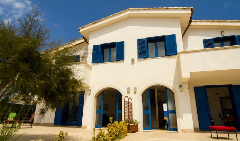Villa Flora...tra spiaggia e scogli - Calabernardo - Villa
