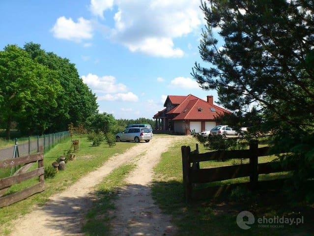 Morelowy Sad Potrzanowo nad jeziorem. Kąpielisko