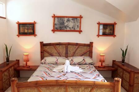 Guindulman Bay Tourist Inn - Bamboo Suite