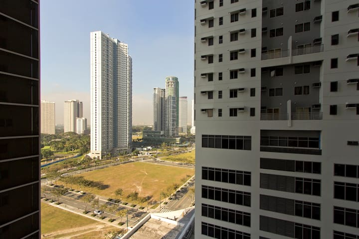 Central 1BD Apartment at Fort - Taguig City - Byt
