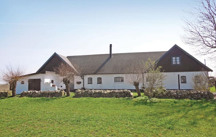 Holiday cottage with 3 bedrooms on 100m² in Hammenhög