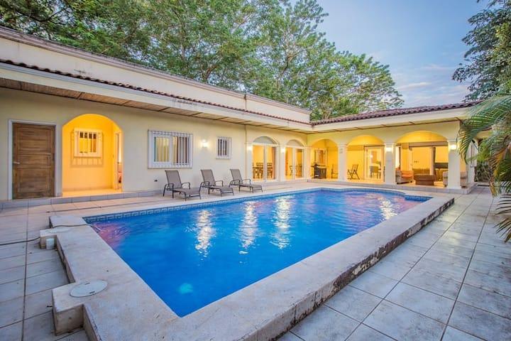 Casa Moderna in Playa Grande