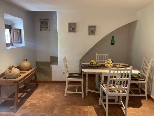 Ivy Cottage Dining Area