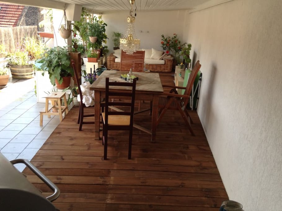Roof-Deck with TV, BBQ, Dining Table, BBQ, Sofa et cetera