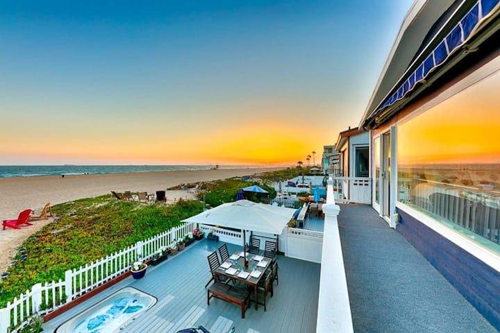 Waterfront Beach Home w/Amazing View, Jacuzzi+Deck