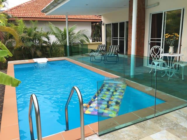 Pool villa, walk to Beach & 7/11 - Kathu - Haus