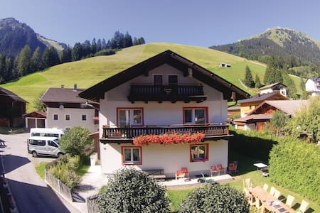 Holiday cottage with 7 bedrooms on 200m² in Holzgau