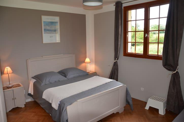"Chambre ""FRAMBOISE"" proche DEAUVILLE - Saint-Étienne-la-Thillaye - Bed & Breakfast"