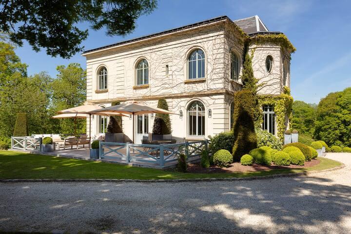 Magnifique propriété avec piscine et tennis.