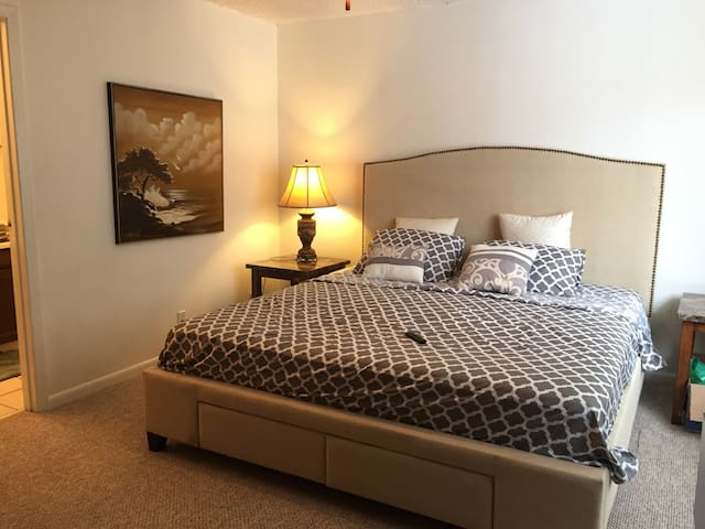 Private Room&Bath | kingsize-bed | Great Location