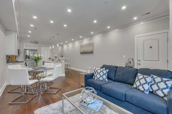 *NEW LISTING* Luxury Row House mins from H Street!