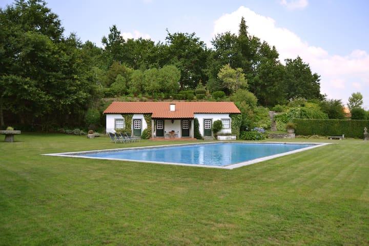 Casa dos Pinheiros - Fafe - Hus