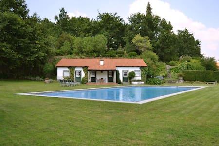 Casa dos Pinheiros - Fafe