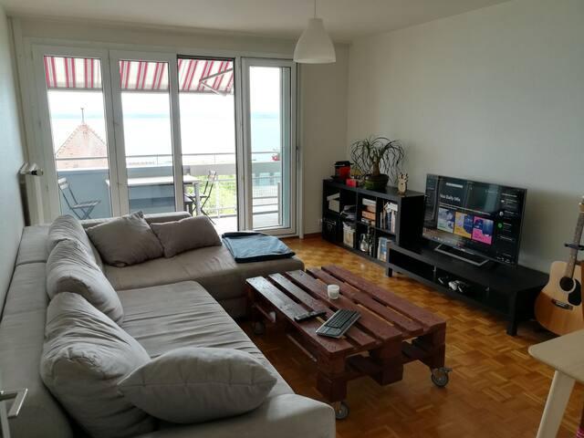 Joli appartement avec balcon et vue sur le lac