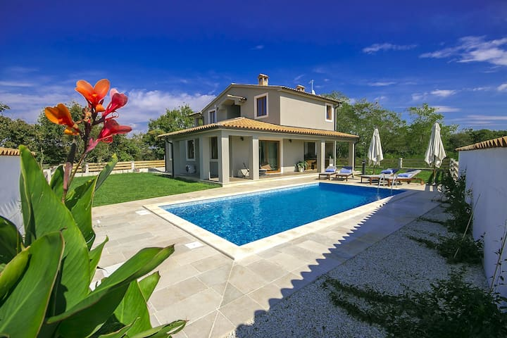 Brand new, designer Villa Mari with swimming pool - Svetvinčenat - Huvila