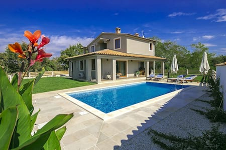 Brand new, designer Villa Mari with swimmingpool - Svetvinčenat