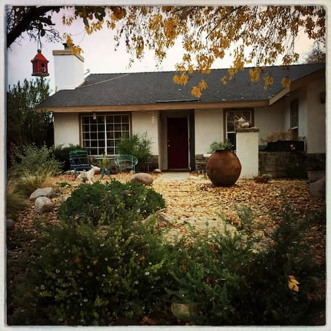 Charming Desert Hide Away - Palmdale - House