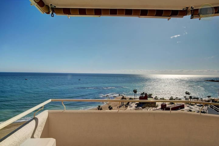 Beachfront 1 bedroom apartment (Benalbeach)