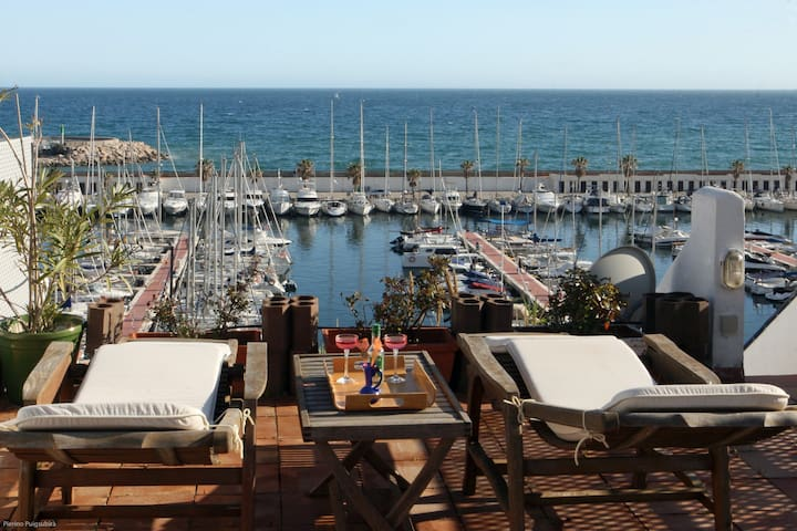 Beach house on top of marina - Sitges - House