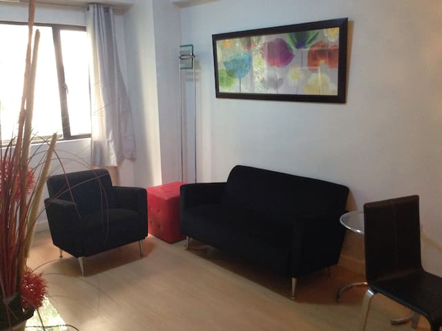 Great 1BR BGC,St.Luke's - Burgos Circle + WiFi