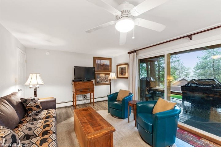Air-conditioned Hillside Condo 14BD, short walk to Whitefish Lake