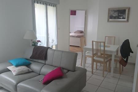 Appartement au calme avec terrasse - Caluire-et-Cuire