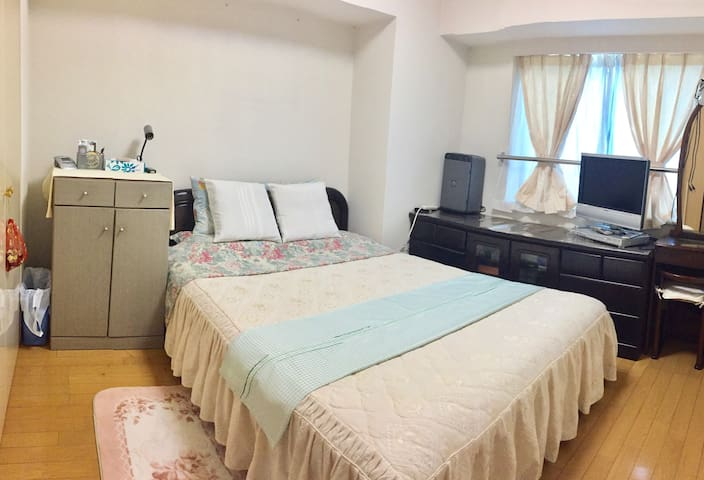 double bed, wifi, 3 minutes from train station
