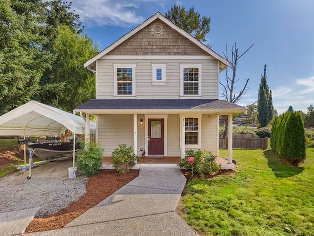 AveA. Classic 3br home, fenced yard, walk to town