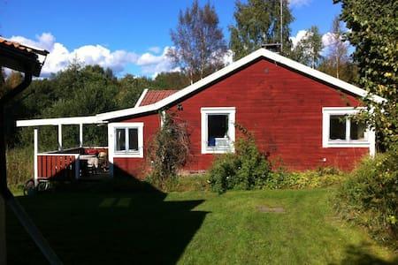 Mysigt hus i Stockholms skärgård. - Blidö