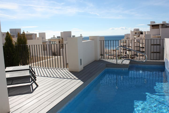 116 - Penthouse with Private Pool near beach