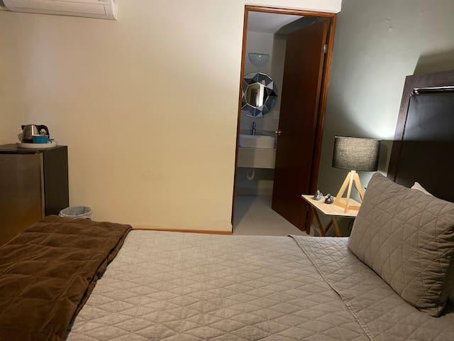 Calzada San Pedro, Room 3 todo privado. Del valle
