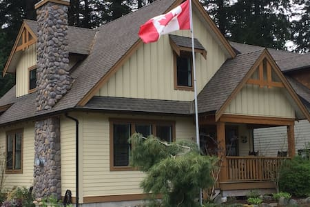 Deer Crest Cottage at Cultus Lake - Lindell Beach